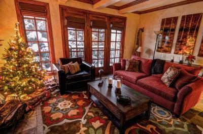 creekside_christmas_livingroom